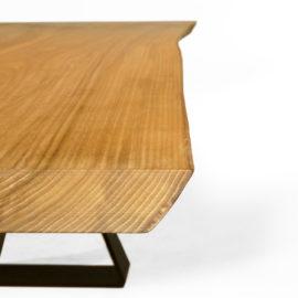 IX282 Esstisch Rüster geölt, 3-teilige massive Bohlenplatte mit geschliffener Baumkante – Holz in seiner ursprünglichen Form