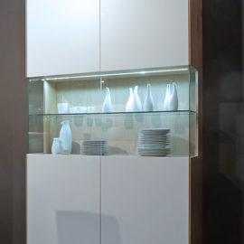 KT292 Vitrine Wildeiche weiß geölt Lack weiß, LED-Beleuchtung